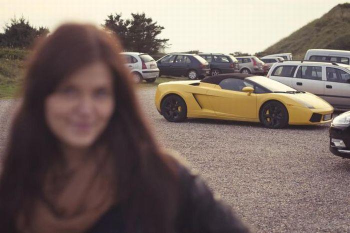 Машина и девушка
