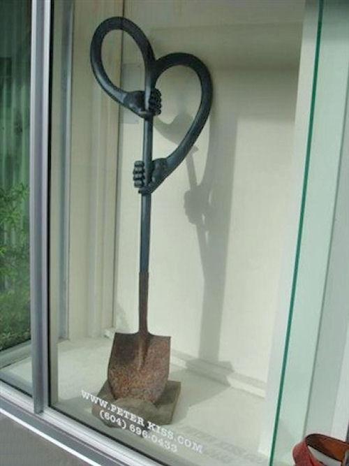 Лопата самокопалка