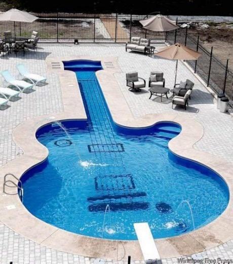 Бассейн в виде гитары