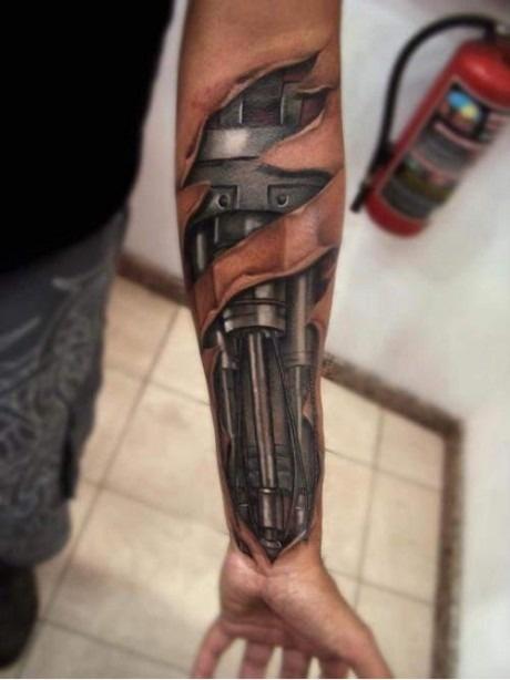 """Эпичная татуировка """"Терминатор"""""""