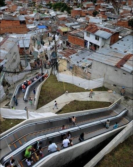 Эскалаторы в трущобах