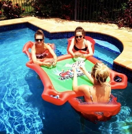 Столик для бассейна