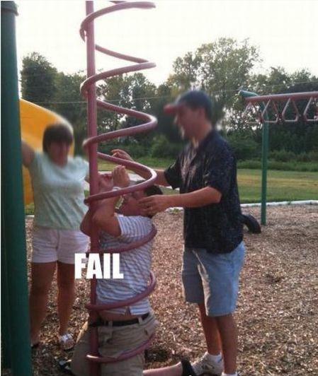 Фейл на детской площадке