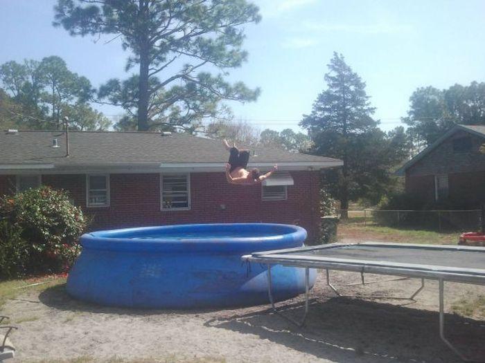 С батута в бассейн