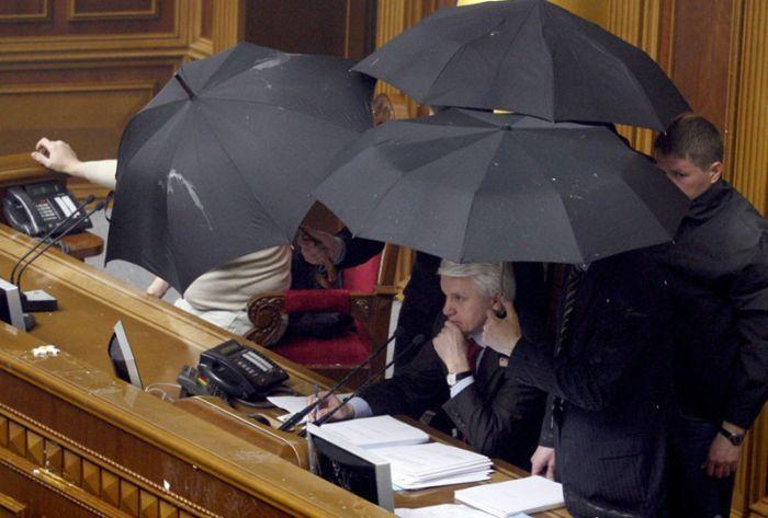 Тем временем в парламенте