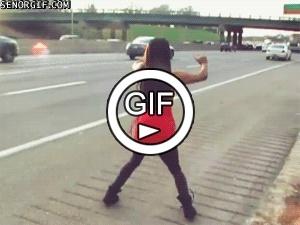 Девушка с резиновыми ногами