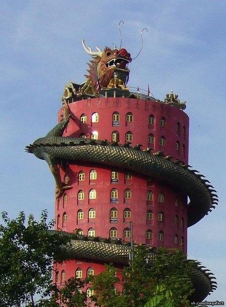 Здание с драконом