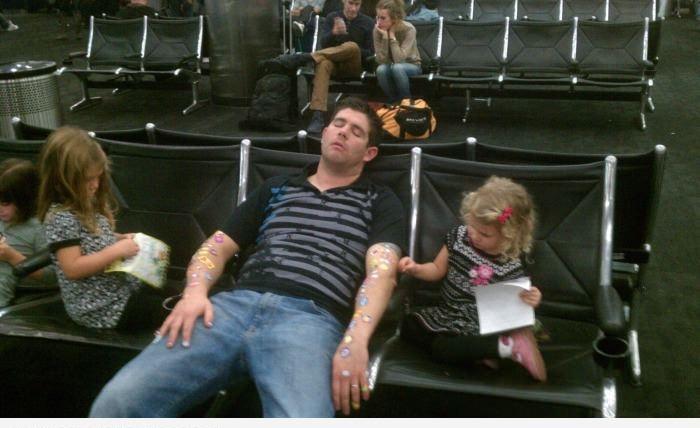 Опасности сна в аэропорту