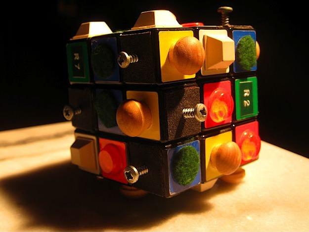 Кубик Рубика для слепых