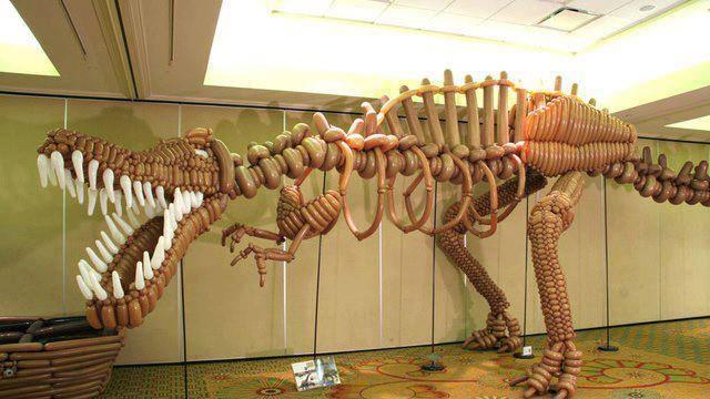 Динозавр из шариков