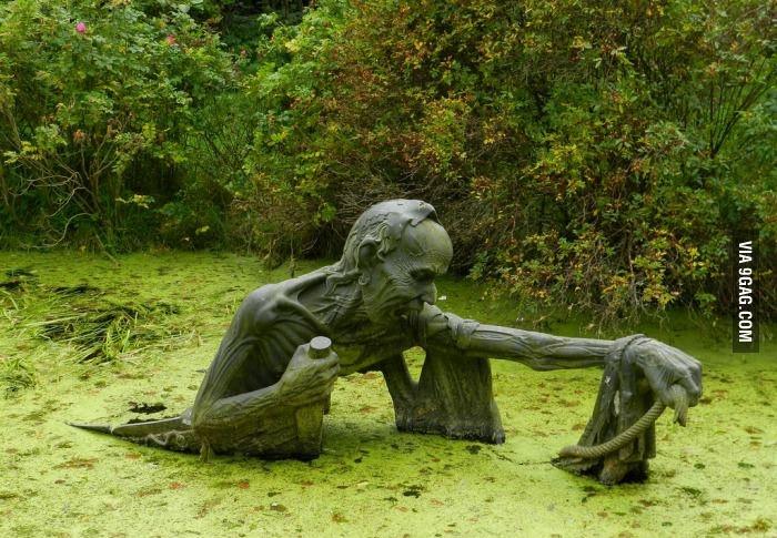 Скульптура на болоте
