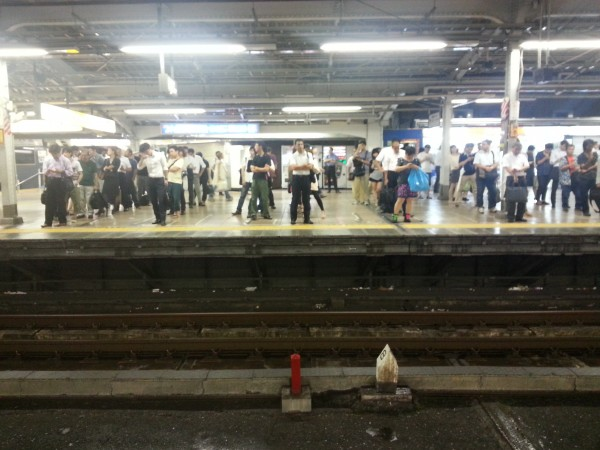 Ожидание поезда в Токио