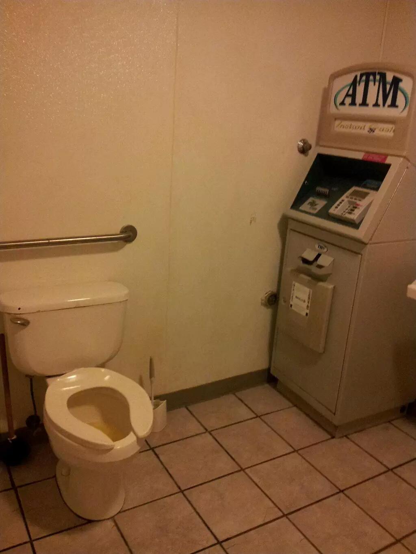 тайные агенты как развлечься в туалете ротики
